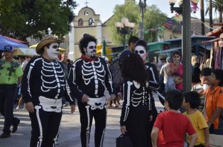 Costumes of Olvera Street (13)