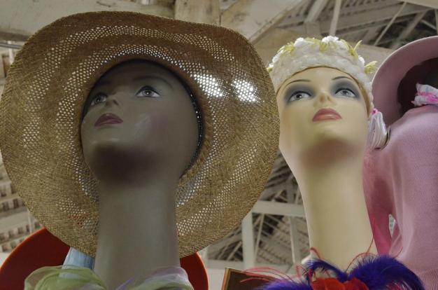 Mannequin heads (2)