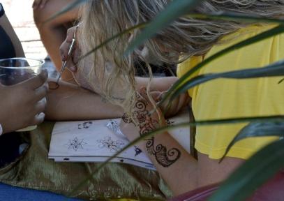 Henna tattoo, non-permanent