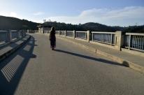 Kat walking top of dam