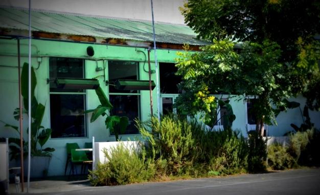 Side alley cafe